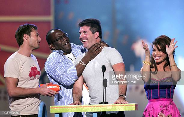 Ryan Seacrest Randy Jackson Simon Cowell and Paula Abdul winners of Favorite TV Show for 'American Idol'