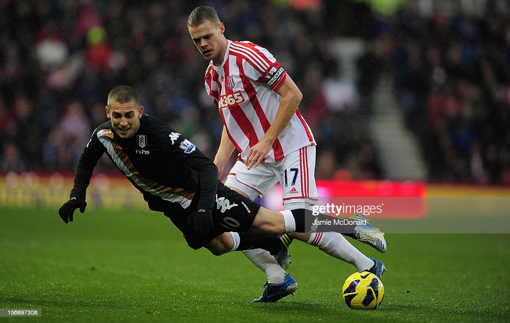 <a gi-track='captionPersonalityLinkClicked' href=/galleries/search?phrase=Ryan+Shawcross&family=editorial&specificpeople=4443278 ng-click='$event.stopPropagation()'>Ryan Shawcross</a> of Soke City battles with <a gi-track='captionPersonalityLinkClicked' href=/galleries/search?phrase=Mladen+Petric&family=editorial&specificpeople=699883 ng-click='$event.stopPropagation()'>Mladen Petric</a> of Fulham during the Barclays Premier League match between Stoke City and Fulham at the Britannia Stadium on November 24, 2012 in Stoke on Trent, England.