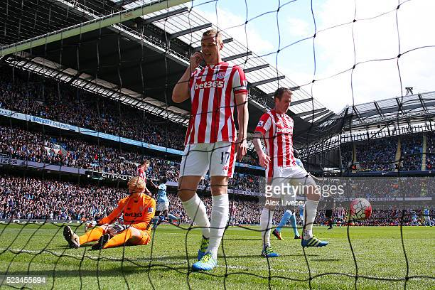 Ryan Shawcross of Stoke City and Jakob Haugaard of Stoke City look dejected after Kelechi Iheanacho of Manchester City scores his first and his sides...