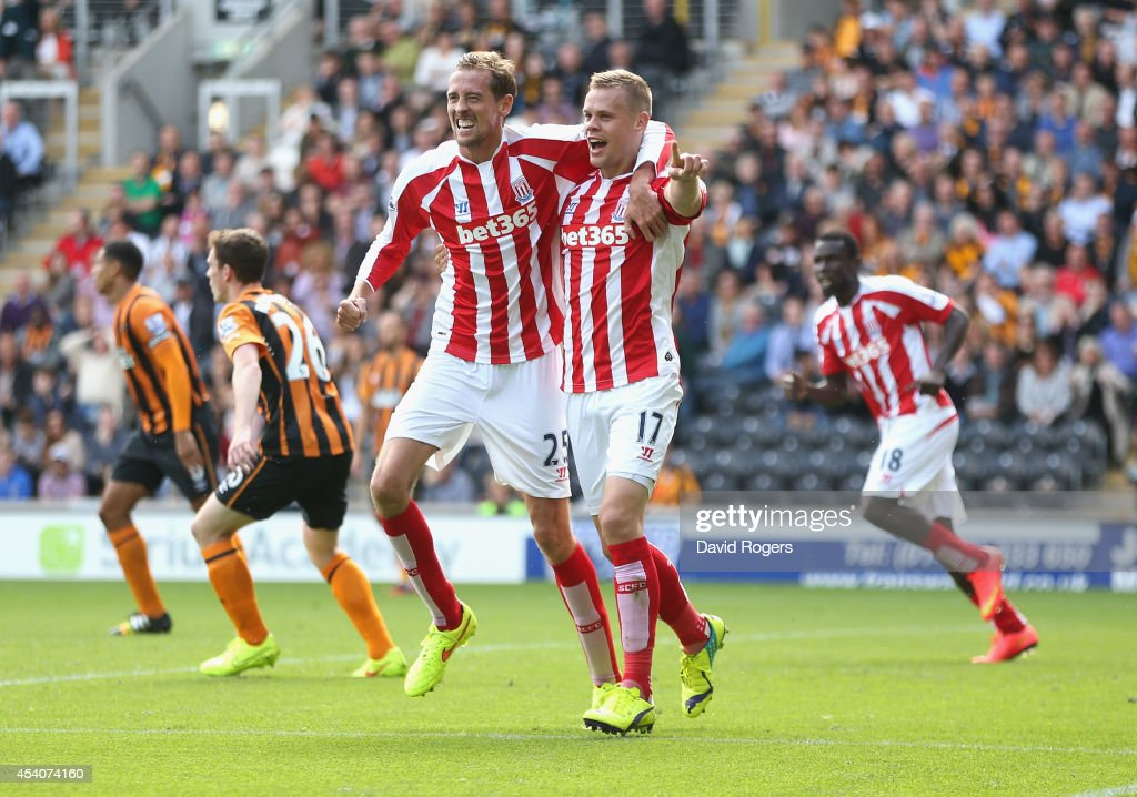 <a gi-track='captionPersonalityLinkClicked' href=/galleries/search?phrase=Ryan+Shawcross&family=editorial&specificpeople=4443278 ng-click='$event.stopPropagation()'>Ryan Shawcross</a> (R) of Stoke City celebrates with team mate <a gi-track='captionPersonalityLinkClicked' href=/galleries/search?phrase=Peter+Crouch&family=editorial&specificpeople=210764 ng-click='$event.stopPropagation()'>Peter Crouch</a> after scoring the equalising goal during the Barclays Premier League match between Hull City and Stoke City at the KC Stadium on August 24, 2014 in Hull, England.