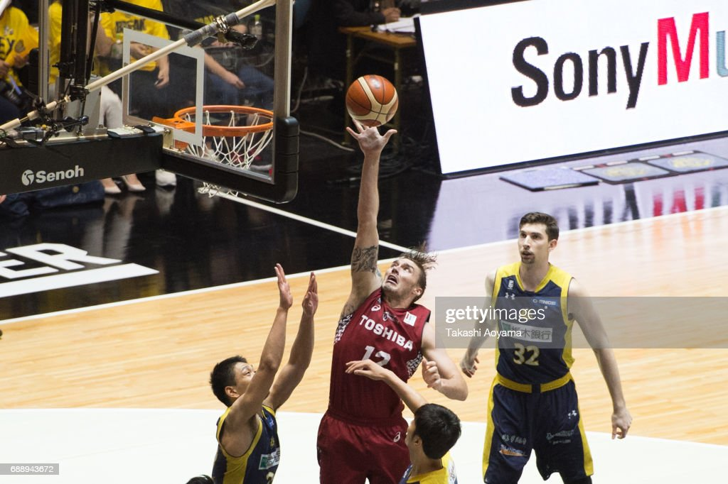 Ryan Spangler #12 of the Kawasaki Brave Thunders lays the ball up during the B. League final match between Kawasaki Brave Thunders and Tochigi Brex at Yoyogi National Gymnasium on May 27, 2017 in Tokyo, Japan.
