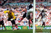 Ryan Taylor of Newcastle United scores direct from a freekick past Simon Mignolet of Sunderland during the Barclays Premier League match between...