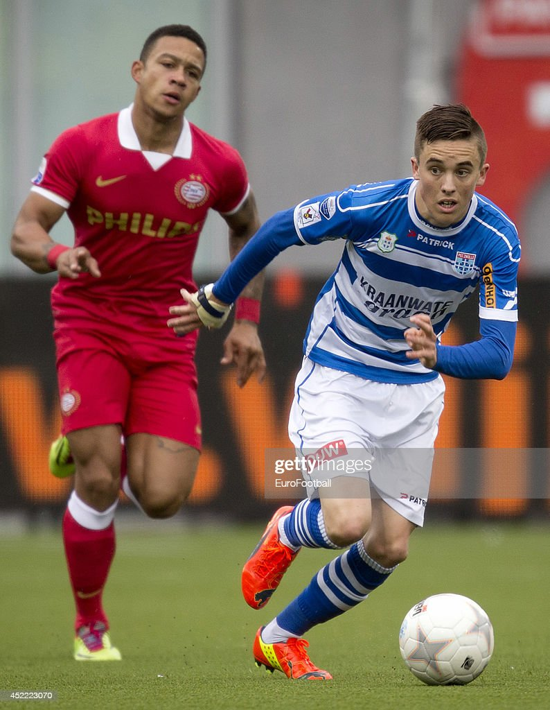 Ryan Thomas of Zwolle in action during the Eredivisie Dutch League match between PEC Zwolle and PSV Eindhoven at the IJsseldelta Stadion on April...