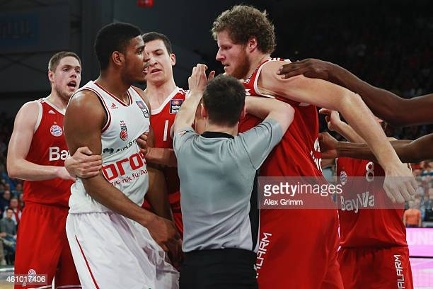 Ryan Thompson of Brose Baskets argues with John Bryant of Muenchen during the Beko BBL basketball match between Brose Baskets and FC Bayern Muenchen...