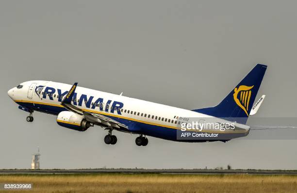 A Ryanair aircraft takes off from Lille Airport in Lesquin on August 25 2017 / AFP PHOTO / PHILIPPE HUGUEN