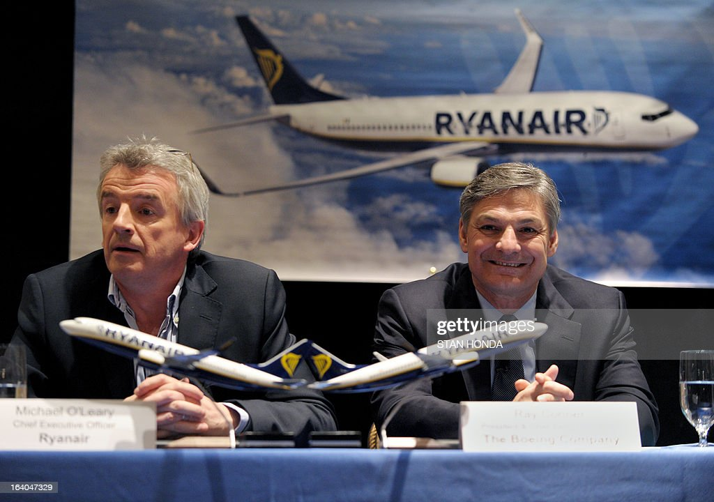 Ryanair CEO Michael O'Leary (L) and Boeiing President and CEO Ray Conner (R) announce a commitment by Ryanair to order 175 Next-Generation 737-800s worth USD $15.6 billion at a press conference March 19, 2013 in New York. AFP PHOTO/Stan HONDA