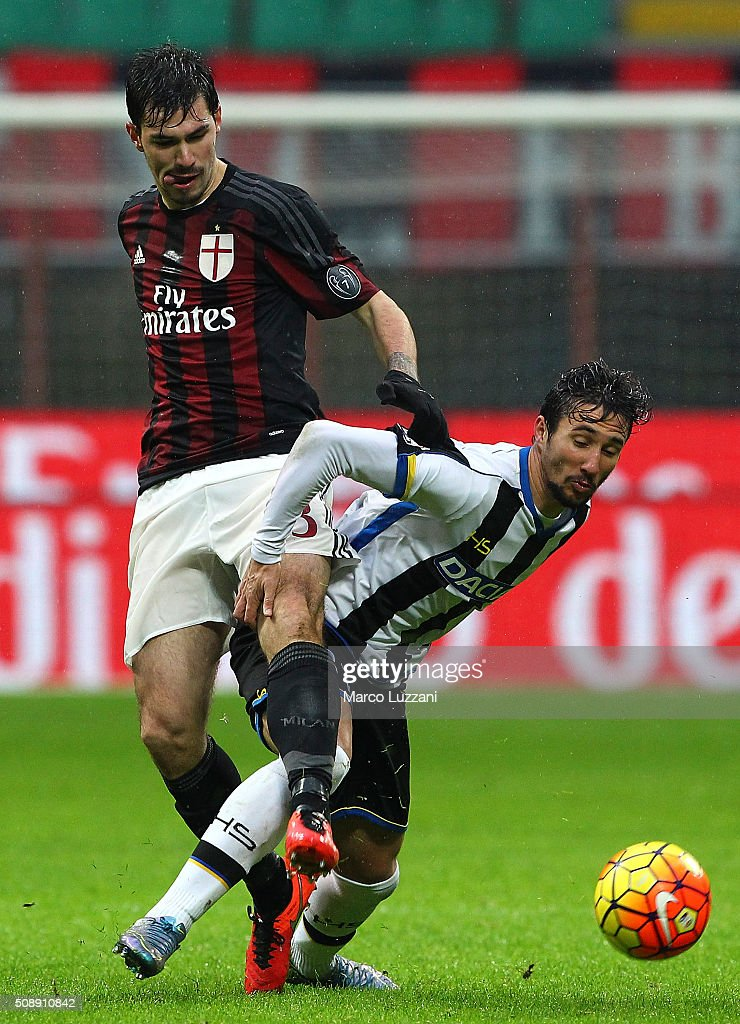 Ryder Matos Santos (R) of Udinese Calcio competes for the ball with <a gi-track='captionPersonalityLinkClicked' href=/galleries/search?phrase=Alessio+Romagnoli&family=editorial&specificpeople=8082063 ng-click='$event.stopPropagation()'>Alessio Romagnoli</a> (L) of AC Milan during the Serie A match between AC Milan and Udinese Calcio at Stadio Giuseppe Meazza on February 7, 2016 in Milan, Italy.