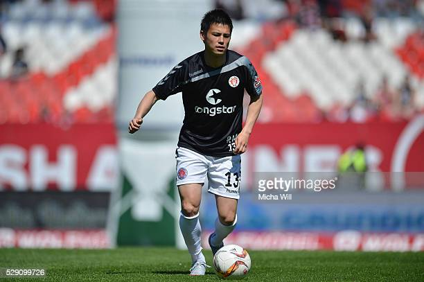 Ryo Miyaichi of Hamburg warms up prior to the Second Bundesliga match between 1 FC Nuernberg and FC St Pauli at GrundigStadion on May 8 2016 in...