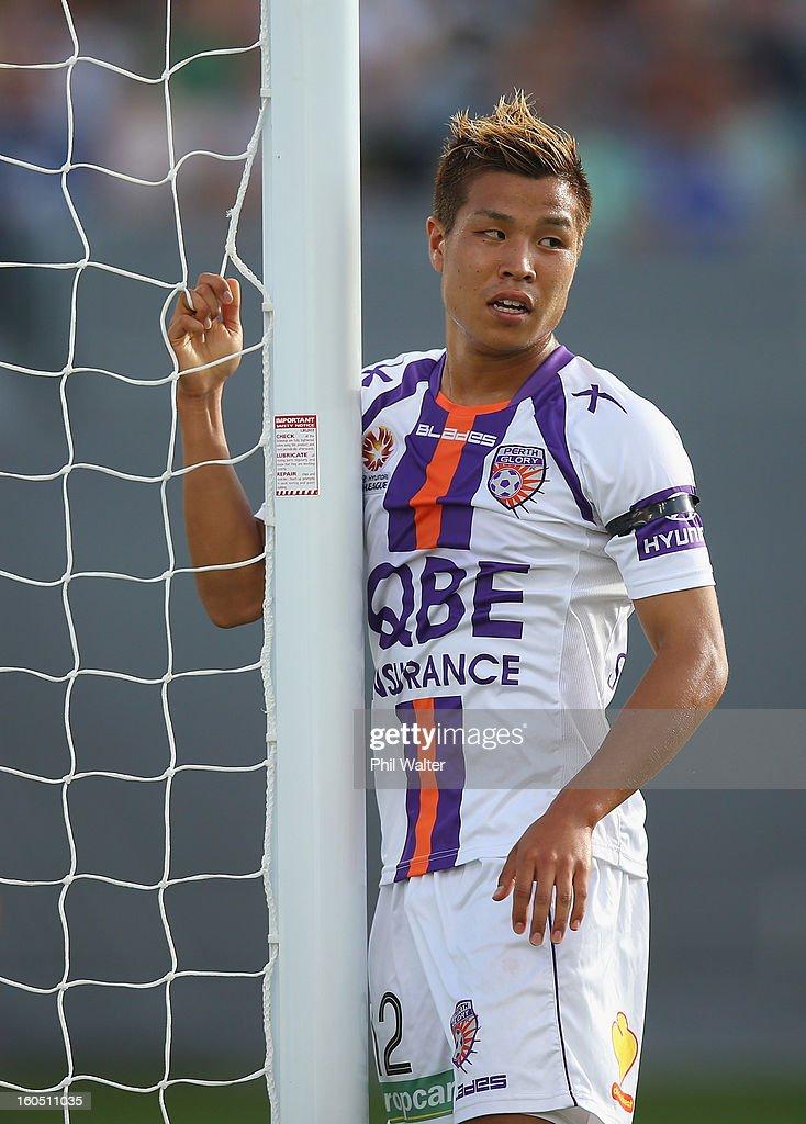 Ryo Nagai of Perth holds the net during the round 19 A-League match between the Wellington Phoenix and the Perth Glory at Eden Park on February 2, 2013 in Auckland, New Zealand.