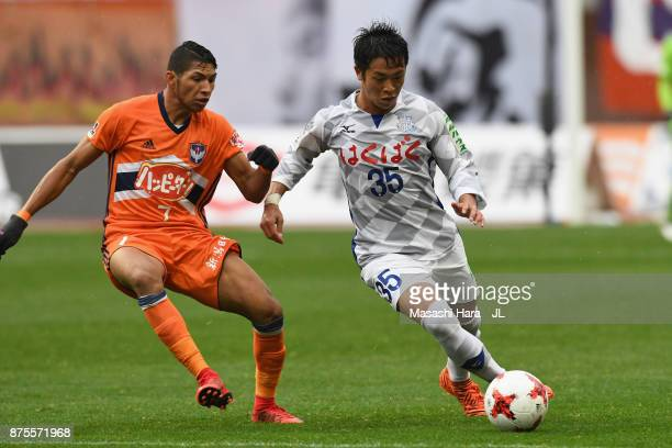 Ryo Takano of Ventforet Kofu and Rony of Albirex Niigata compete for the ball during the JLeague J1 match between Albirex Niigata and Ventforet Kofu...