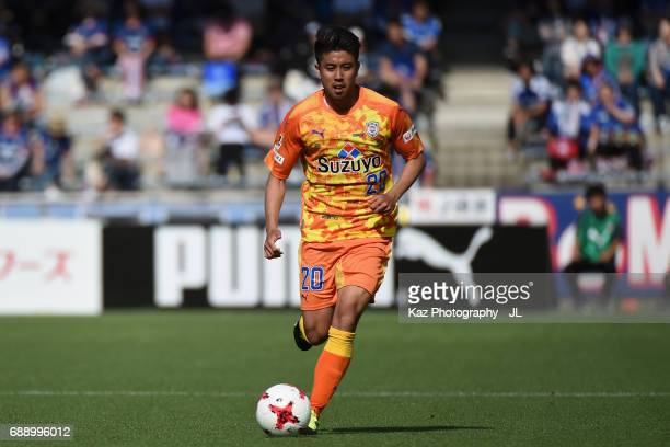 Ryo Takeuchi of Shimizu SPulse in action during the JLeague J1 match between Shimizu SPulse and Yokohama FMarinos at IAI Stadium Nihondaira on May 27...