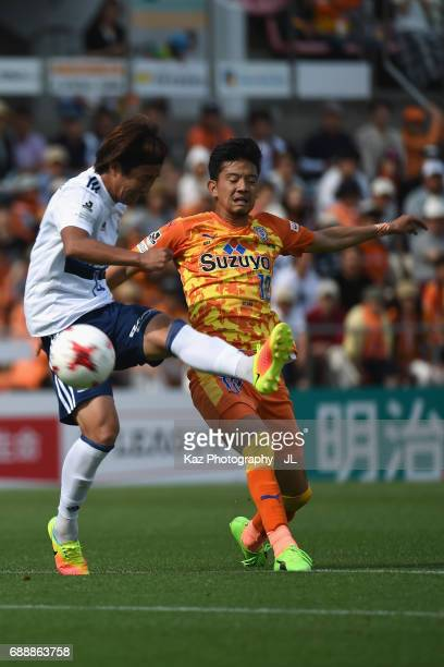 Ryohei Shirasaki of Shimizu SPulse and Jun Amano of Yokohama FMarinos compete for the ball during the JLeague J1 match between Shimizu SPulse and...