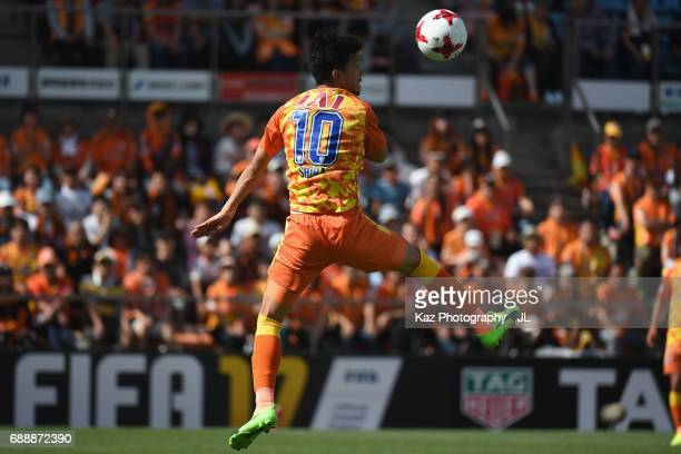 Ryohei Shirasaki of Shimizu SPulse heads the ball during the JLeague J1 match between Shimizu SPulse and Yokohama FMarinos at IAI Stadium Nihondaira...