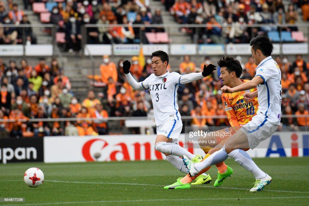 Ryohei Shirasaki (C) of Shimizu S-Pulse scores his side's second goal during the J.League J1 match between Shimizu S-Pulse and Kashima Antlers at IAI Stadium Nihondaira on March 18, 2017 in Shizuoka, Japan.
