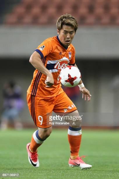 Ryohei Yamazaki of Albirex Niigata in action during the JLeague J1 match between Albirex Niigata and Omiya Ardija at Denka Big Swan Stadium on June...