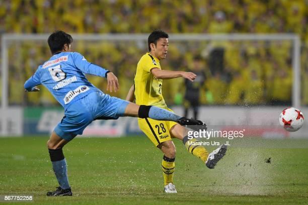 Ryoichi Kurisawa of Kashiwa Reysol and Shogo Taniguchi of Kawasaki Frontale compete for the ball during the JLeague J1 match between Kashiwa Reysol...