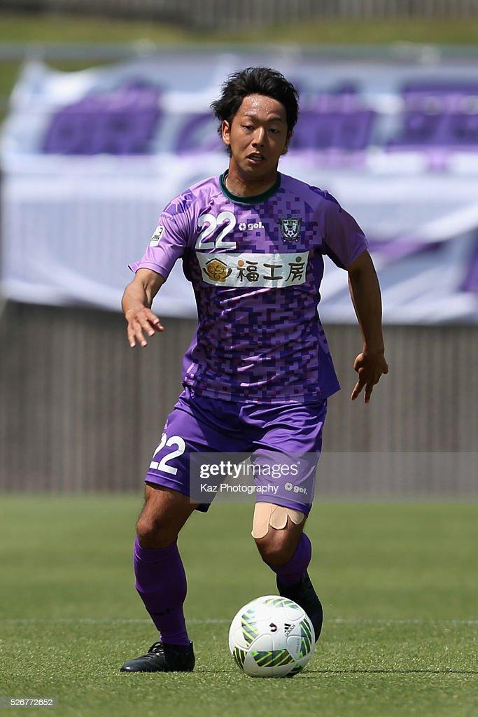 Ryosuke Hisadomi of Fujieda MYFC in action during the J.League third division match between Fujieda MYFC and Grulla Morioka at the Fujieda Stadium on May 1, 2016 in Fujieda, Shizuoka, Japan.