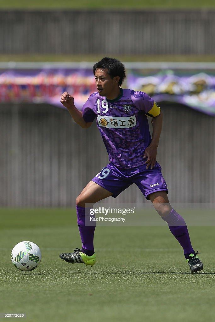 Ryosuke Ochi of Fujieda MYFC in action during the J.League third division match between Fujieda MYFC and Grulla Morioka at the Fujieda Stadium on May 1, 2016 in Fujieda, Shizuoka, Japan.