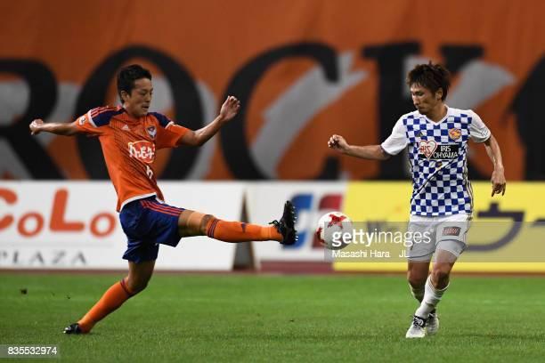 Ryota Isomura of Albirex Niigata and Hiroaki Okuno of Vegalta Sendai compete for the ball during the JLeague J1 match between Albirex Niigata and...