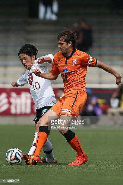 Ryota Morioka of Vissel Kobe and Dejan Jakovic of Shimizu SPulse compete for the ball during the JLeague Yamazaki Nabisco Cup Group A match between...