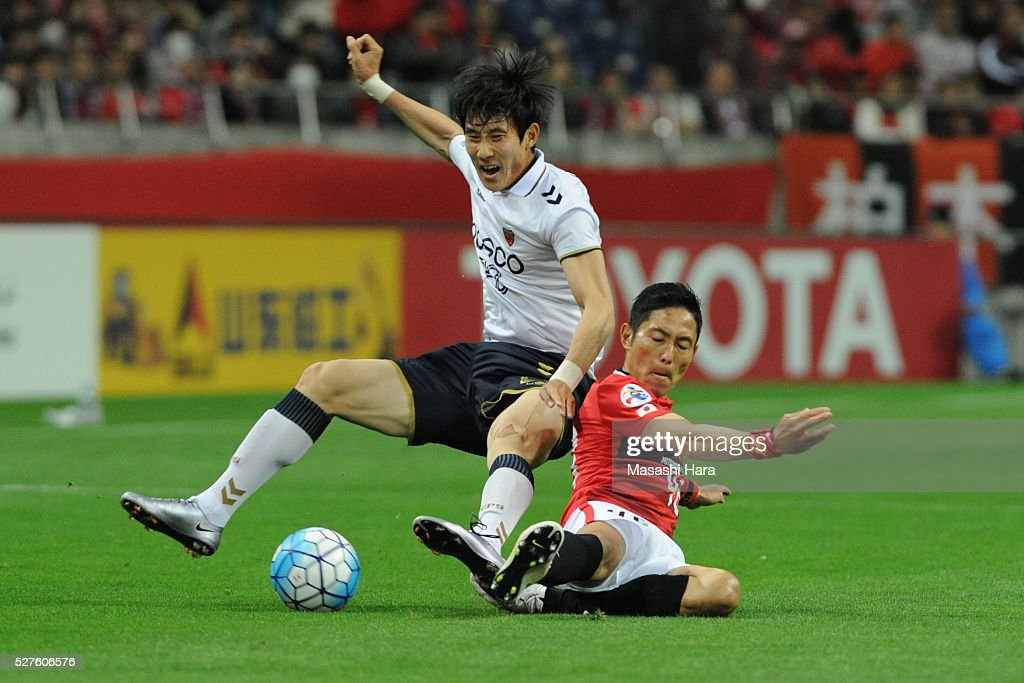 Ryota Moriwaki #46 of Urawa Red Diamonds (R) and Choe Hoju #20 of Pohang Steelers compete for the ball during the AFC Champions League Group H match between Urawa Red Diamonds and Pohang Steelers at the Saitama Stadium on May 3, 2016 in Saitama, Japan.