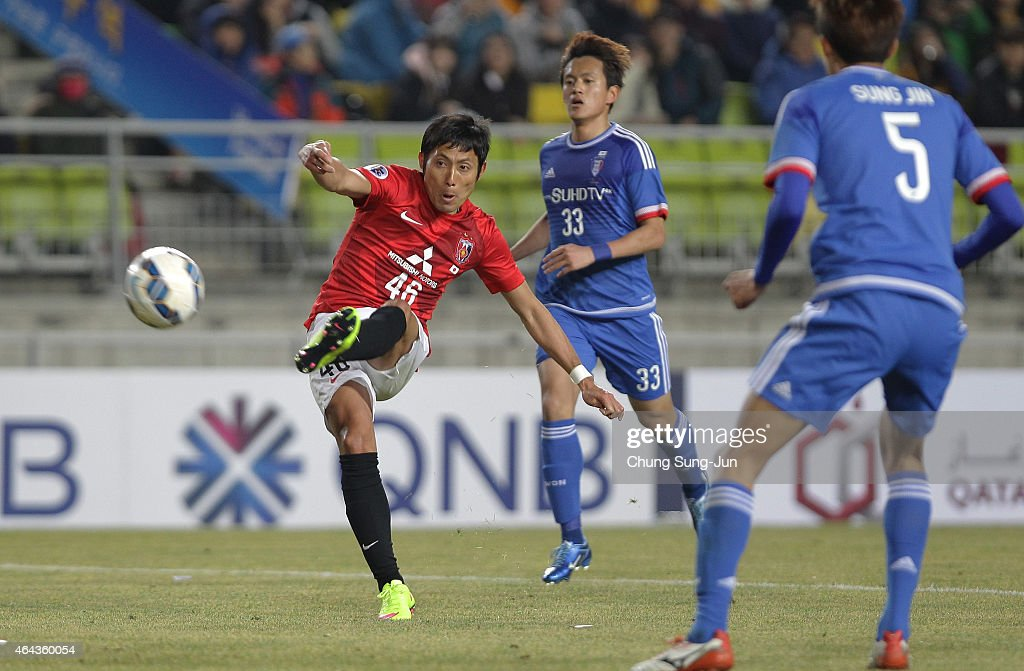 Ryota Moriwaki of Urawa Red Diamonds scores a goal during the AFC Champions League Group G match between Suwon Samsung FC and Urawa Red Diamonds at...