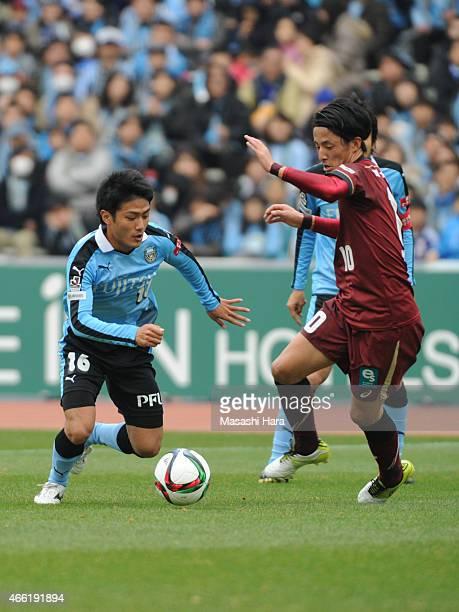 Ryota Oshima of Kawasaki Frontale and Ryota Morioka of Vissel Kobe compete for the ball during the JLeague match between Kawasaki Frontale and Vissel...