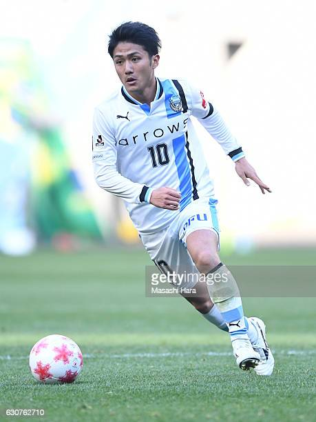 Ryota Oshima of Kawasaki Frontale in action during the 96th Emperor's Cup final match between Kashima Antlers and Kawasaki Frontale at Suita City...