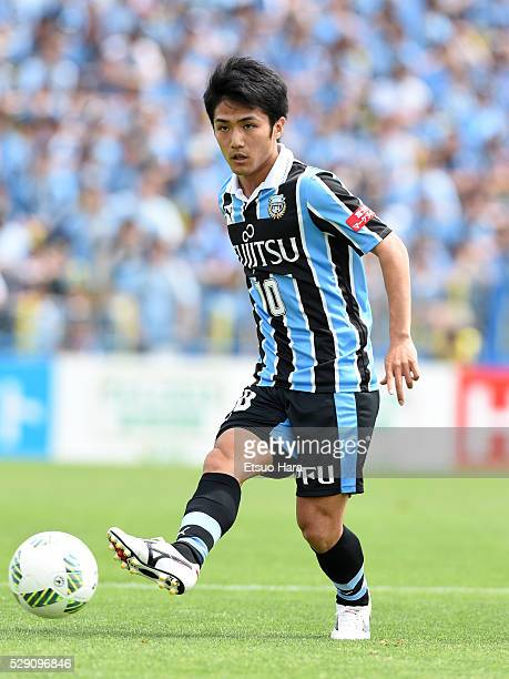 Ryota Oshima of Kawasaki Frontale in action during the JLeague match between Kashiwa Reysol and Kawasaki Frontale on May 08 2016 in Kashiwa ChibaJapan