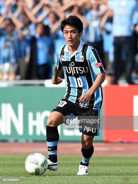 Ryota Oshima of Kawasaki Frontale in action during the JLeague match between Kawasaki Frontale and Vissel Kobe at Todoroki Stadium on May 14 2016 in...