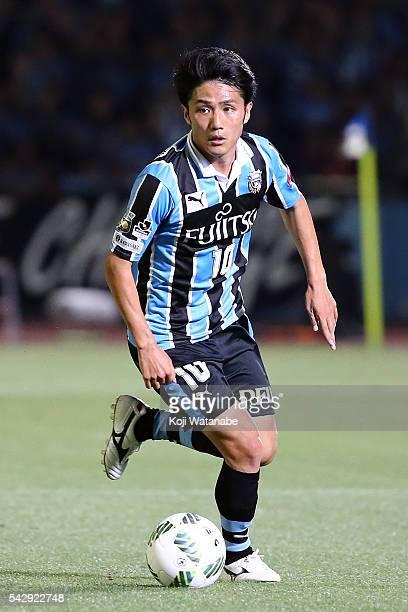 Ryota Oshima#10 of Kawasaki Frontale in action during the JLeague match between Kawasaki Frontale and Omiya Ardija at the Kawasaki Todoroki Stadium...