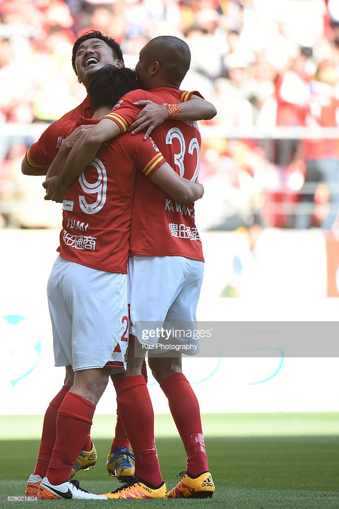 Ryuji Izumi of Nagoya Grampus celebrates 2nd goal with Shota Kobayashi and <a gi-track='captionPersonalityLinkClicked' href=/galleries/search?phrase=Kengo+Kawamata&family=editorial&specificpeople=8535845 ng-click='$event.stopPropagation()'>Kengo Kawamata</a> of Nagoya Grampus during the J.League match between Nagoya Grampus and Yokohama F.Marinos at the Toyota Stadium on May 4, 2016 in Toyota, Aichi, Japan.