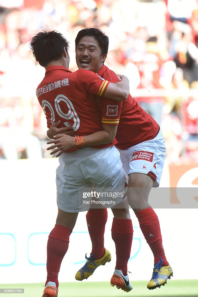 Ryuji Izumi of Nagoya Grampus celebrates the 2nd goal with Shota Kobayashi of Nagoya Grampus during the J.League match between Nagoya Grampus and Yokohama F.Marinos at the Toyota Stadium on May 4, 2016 in Toyota, Aichi, Japan.