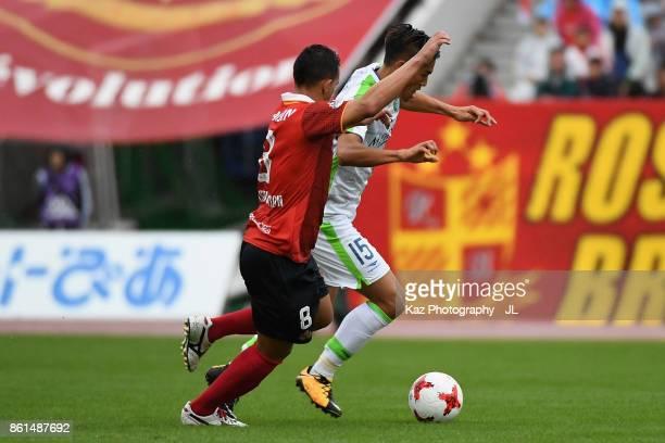 Ryunosuke Noda of Shonan Bellmare and Washington of Nagoya Grampus compete for the ball during the JLeague J2 match between Nagoya Grampus and Shonan...