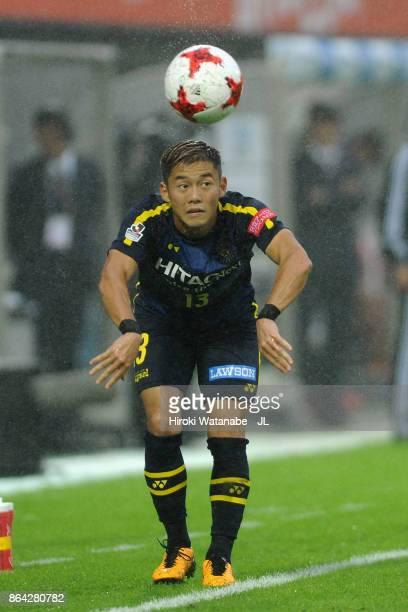 Ryuta Koike of Kashiwa Reysol throws in during the JLeague J1 match between Omiya Ardija and Kashiwa Reysol at NACK 5 Stadium Omiya on October 21...