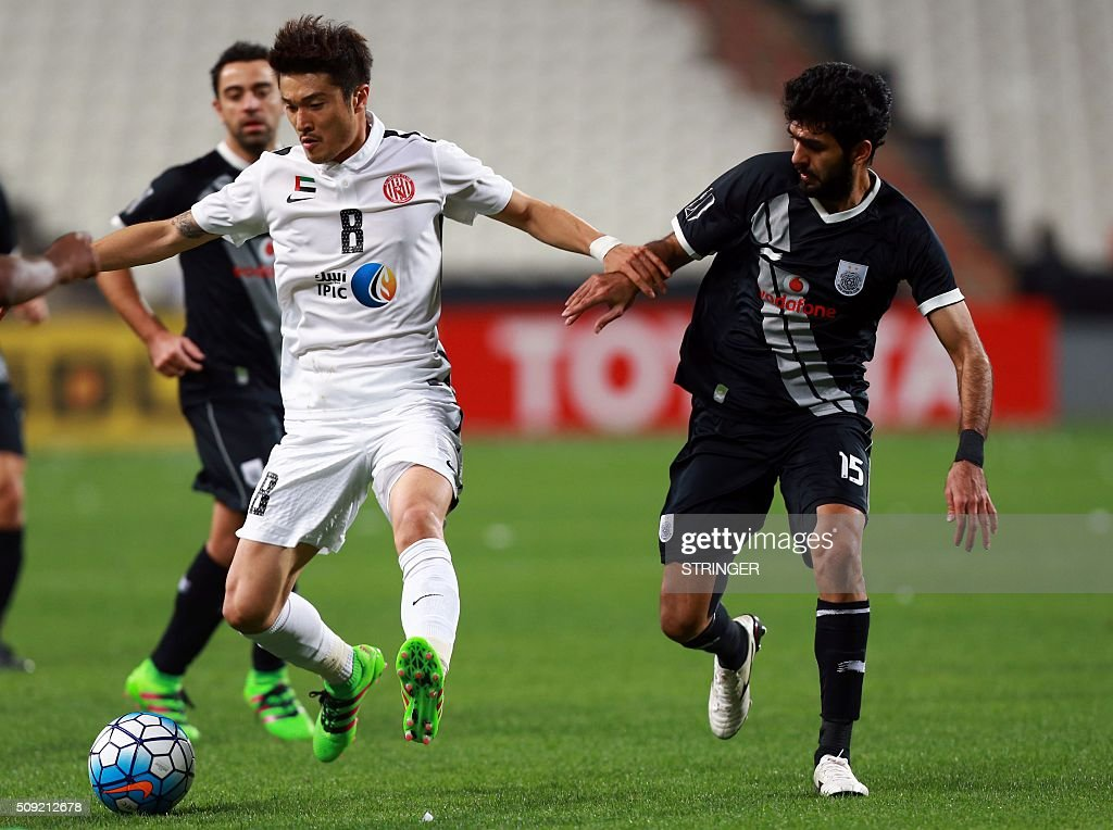 UAE's Al-Jazira club player Woo Jong Park (L) is challenged by Qatar Al-Sadd'd Talal Al-Bloushi during their AFC Champions League third round qualifying football match at the Mohammed Bin Zayed Stadium in Abu Dhabi on February 9, 2016. / AFP / STRINGER