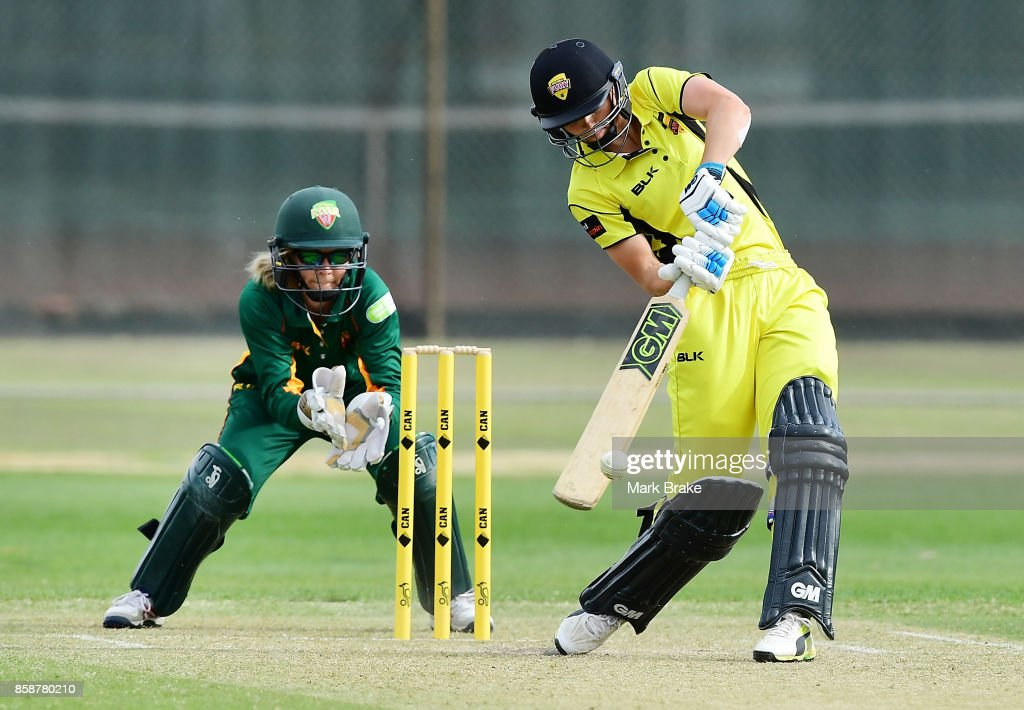 WA's Amy Jones during the WNCL match between Tasmania and Western Australia at Adelaide Oval No.2 on October 7, 2017 in Adelaide, Australia.