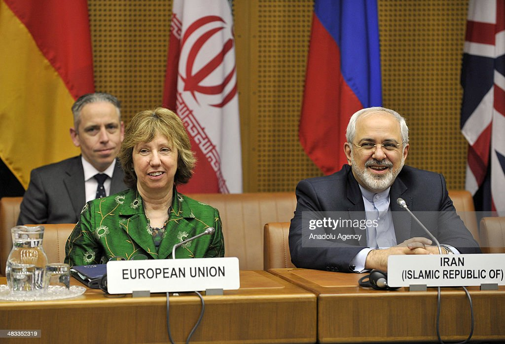 EU's chief foreign policy official, Catherine Ashton (L) and Iranian Foreign Minister Javad Mohammad Zarif (R) attend the third round of Iranian nuclear negotiations which begins in Vienna, Austria on April 8, 2014.