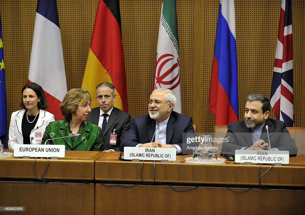 EU's chief foreign policy official, Catherine Ashton (L) and Iranian Foreign Minister Javad Mohammad Zarif (C) attend the third round of Iranian nuclear negotiations which begins in Vienna, Austria on April 8, 2014.