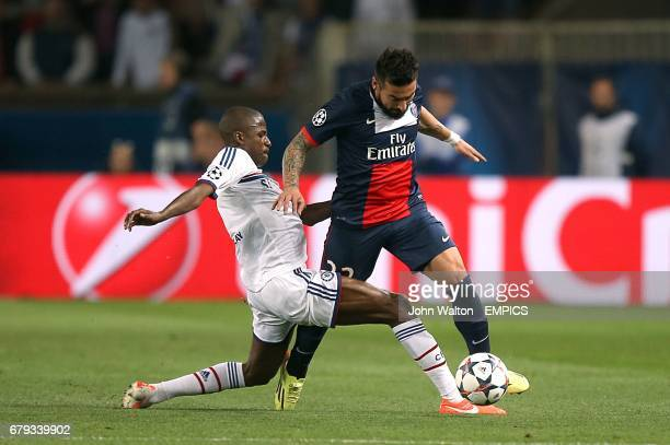 PSG's Ezequiel Lavezzi and Chelsea's Nascimento Ramires battle for the ball