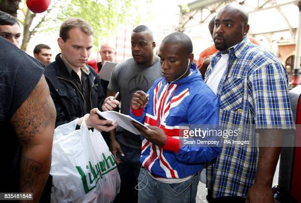 USA's Floyd Mayweather signs autographs during a photocall near the Landmark Hotel London