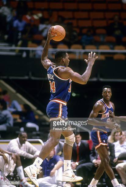 CHICAGO IL CIRCA 1990's Forward Charles Oakley of the New York Knicks in action against the Chicago Bulls circa early 1990's during an NBA basketball...