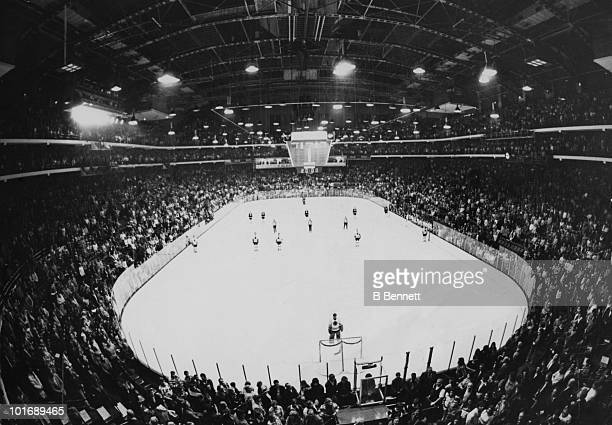 CHICAGO IL 1960's General view during the national anthem before the Boston Bruins and Chicago Blackhawks game circa 1960's at Chicago Stadium in...