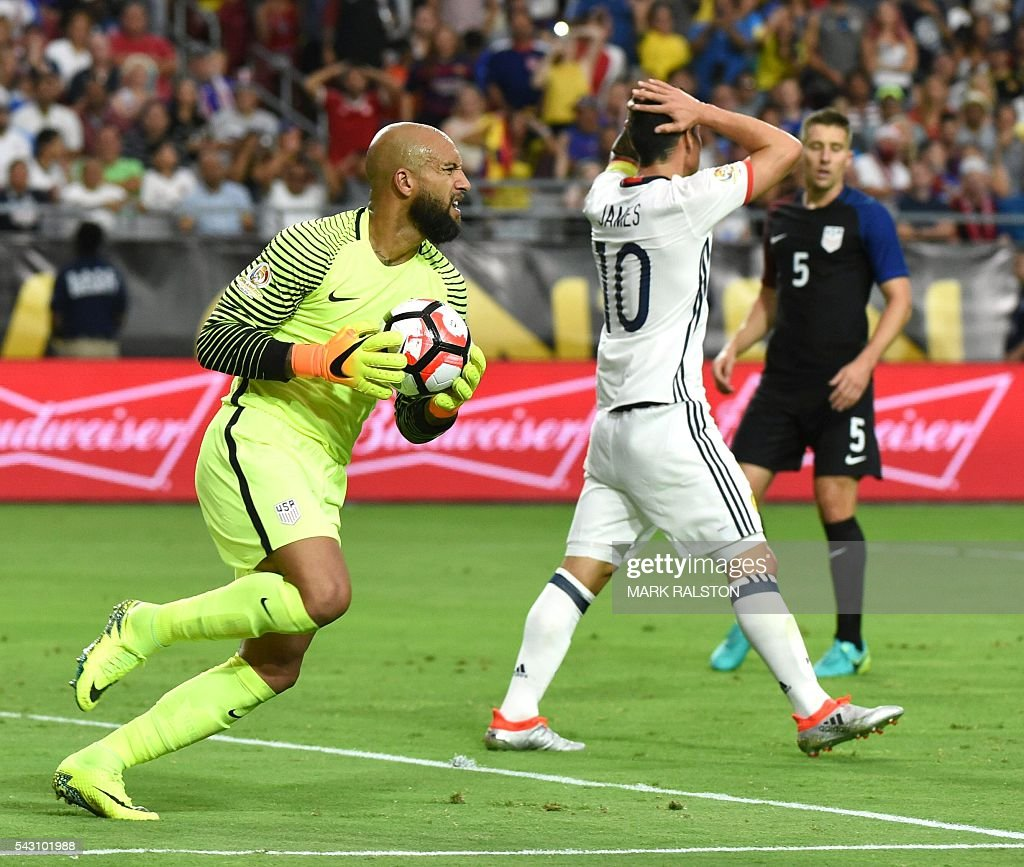 USA's goalkeeper Tim Howard (L) holds the ball as Colombia's James Rodriguez (C) gestures during the Copa America Centenario third place football match in Glendale, Arizona, United States, on June 25, 2016. / AFP / Mark RALSTON
