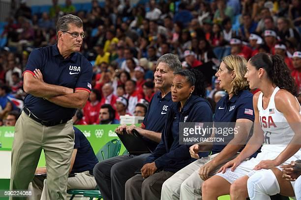 USA's head coach Geno Auriemma talks with USA's guard Sue Bird during a Women's quarterfinal basketball match between USA and Japan at the Carioca...