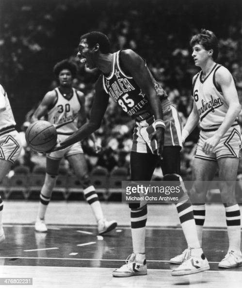 1980's Hubert 'Geese' Ausbie of the Harlem Globetrotters holds the basketball during an exhibition game against the Washington Generals circa 1980's