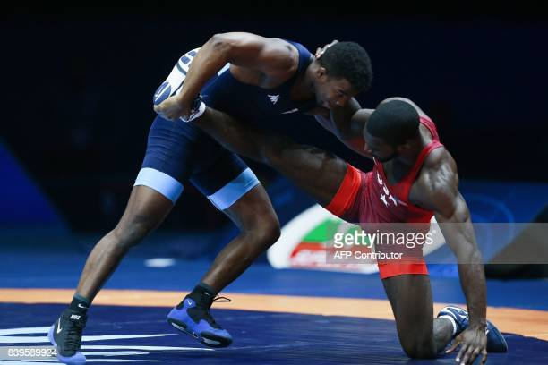 USA's James Green challenges Italy's Frank Chamizo during the men's freestyle wrestling 70kg category final at the FILA World Wrestling Championships...