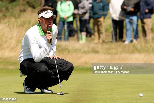 USA's Jeff Overton lines up a putt