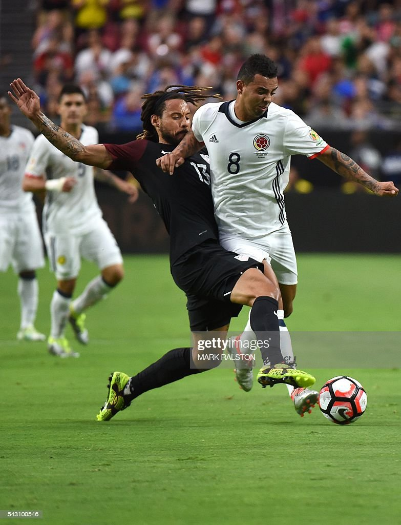 USA's Jermaine Jones (L) vies for the ball with Colombia's Edwin Cardona during the Copa America Centenario third place football match in Glendale, Arizona, United States, on June 25, 2016. / AFP / Mark RALSTON