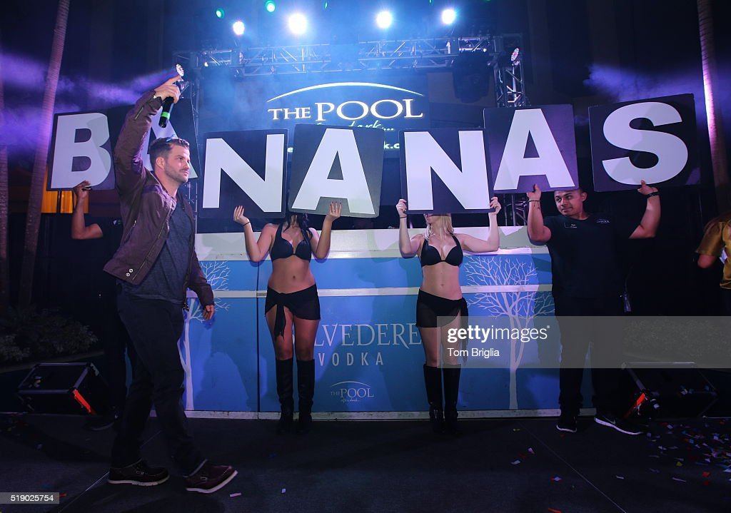 Mtv 39 s johnny bananas hosts the pool after dark getty images for Pool show new jersey